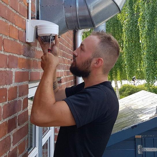Elektriker Lyngby monterer et video overvågningsanlæg i Lyngby.